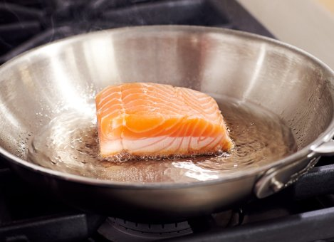 There you go, you can see exactly how it is cooking (not my actual kitchen, nor my pan, nor my salmon)